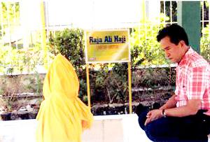 bang-yusril-ihza-mahendra-di-makam-raja-ali-haji-bapak-bahasa-indonesia.jpg